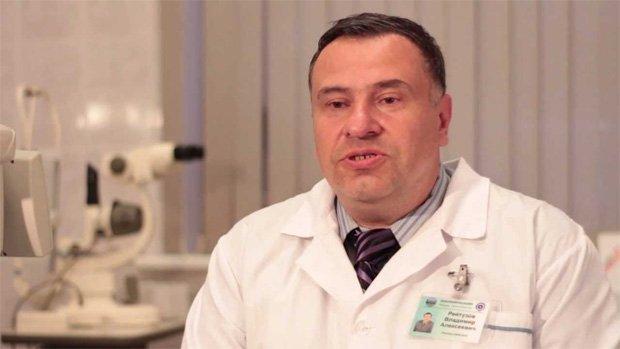 Опытный врач разъясняет проблему пациентам